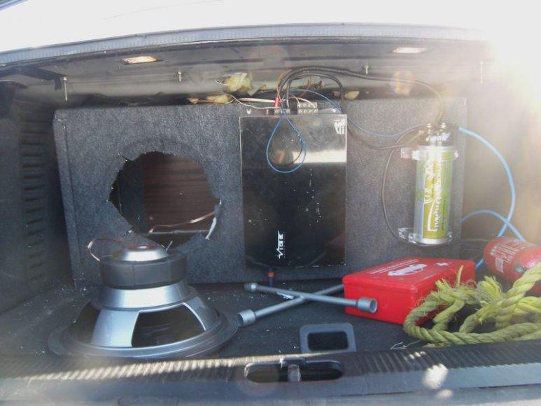 Druskininkietis 600 pakelių kontrabandą gabeno automobilio garso kolonėlėje.