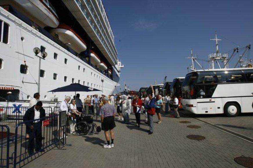 Šiemet į Klaipėdos uostą ketina atvykti 63 kruiziniai laivai. Turizmo specialistai viliasi, kad jų planų ekonominė situacija nepakeis.