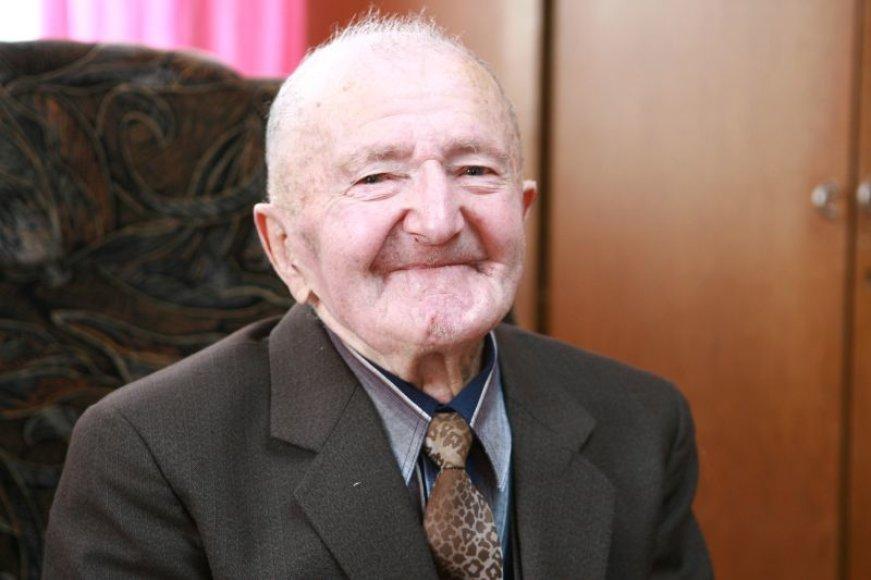 J.Šilinskis vakar šventė šimto metų sukaktį. Jį sveikino gausus būrys svečių.