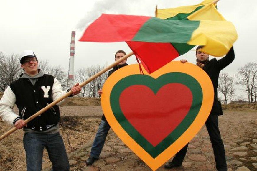 Kovo 11-ąją  Jono kalne klaipėdiečiai ir miesto svečiai kviečiami išskleisti trispalves.