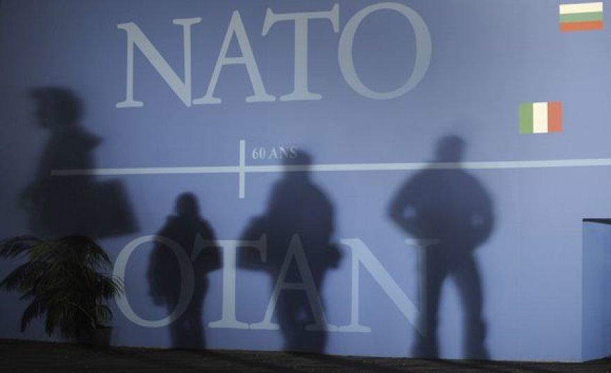 NATO logotipas