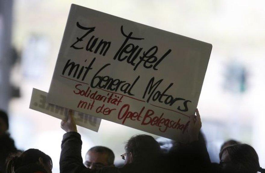 """""""Opel"""" darbuotojai baiminasi, kad """"General Motors"""" uždarys gamyklas Bochume, Kaizerslauterne, Antverpene arba Aizenache."""