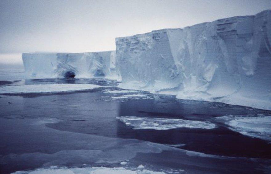 Liuksemburgo dydžio ledkalnis juda į šiaurę nuo Antarktidos.