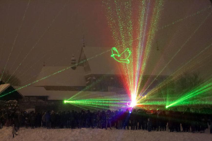 Žiemišką šeštadienį kauniečius prie pilies atviliojo lazerių šou.