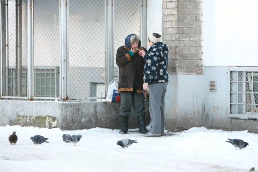 Šilutės plente esančius nakvynės namus žiemą pripildo šalčio vejami benamiai.