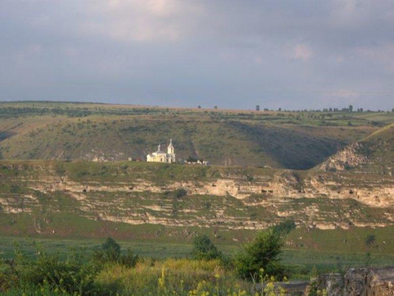 Senasis Orchėjus – už cerkvės dauboje įsikūręs kaimas.