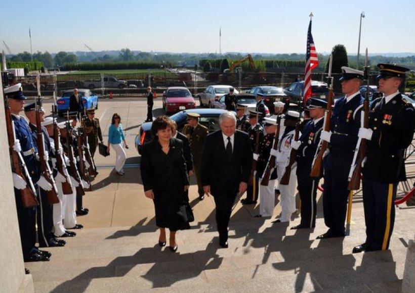 Rasa Juknevičienė ir JAV  gynybos sekretorius Robertas Gatesas