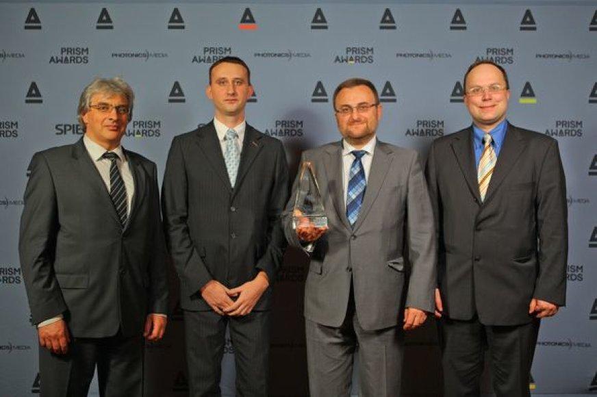 """Lietuvos bendrovės """"Ekspla"""" generalis direktorius Kęstutis Jasiūnas (antras iš dešinės) su apdovanojimų organizatoriais."""
