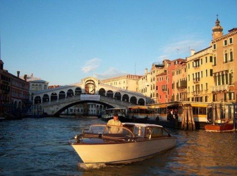 Rialto tilto vaizdas iš Didžiojo kanalo