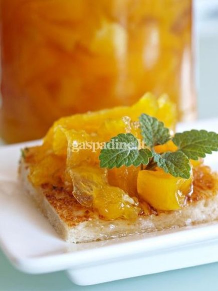 Moliūgų uogiene galite gardinti košę, sūrį ar tepti ant skrudintos duonos.