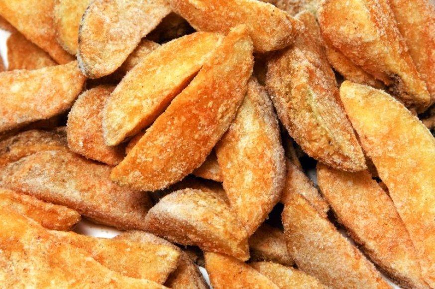 Virtos ar orkaitėje keptos bulvės nebus tokios kaloringos, kaip skrudintos riebaluose.