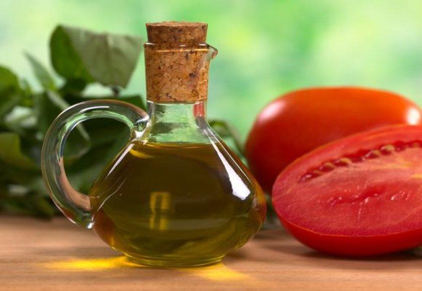 Kaitinamas alyvuogių aliejus praranda nemažą dalį vertingųjų medžiagų.