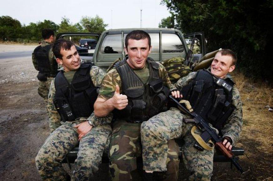 Gruzijos kariai pikape per persigrupavimą netoli Tbilisio.