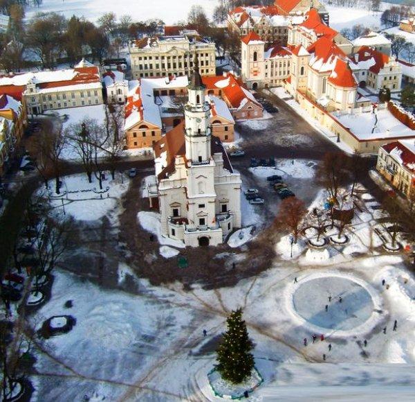 Kalėdinė eglė Kauno Rotušės aikštėje šiais metais stovės rekordinį laikotarpį – net 2 mėnesius.
