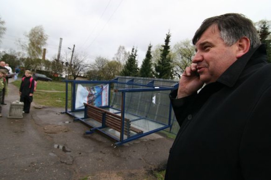 Tarnybiniais nusižengimais apkaltintas ir iš darbo atleidžiamas R.Rutavičius tikino esąs nekaltas ir žadėjo kreiptis į teismą.