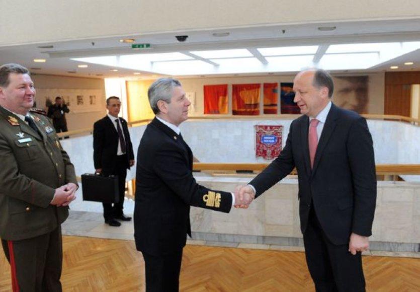 Lietuvoje vieši NATO karinio komiteto pirmininkas admirolas Džiampaolu Di Paola.
