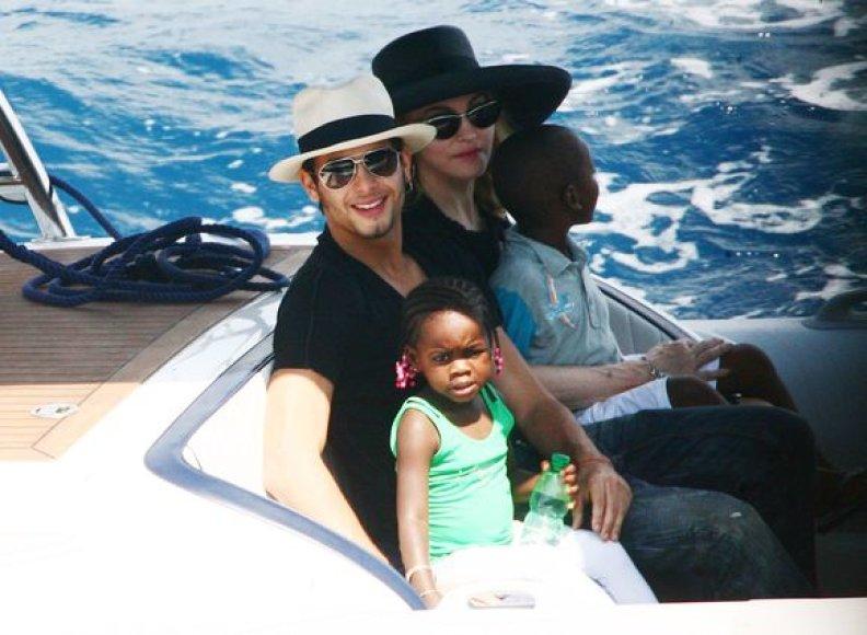 Madonna gimtadienį šventė su Jesusu ir keturiais savo vaikais.