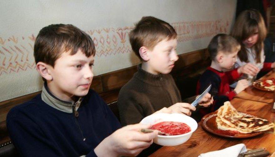 Ar ilgai vaikams teks sotintis iš namų atsineštais sumuštiniais, priklausys nuo valdininkų.