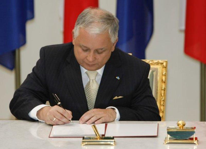 L.Kaczynskis pasirašė Europos Sąjungos Reformų sutartį.