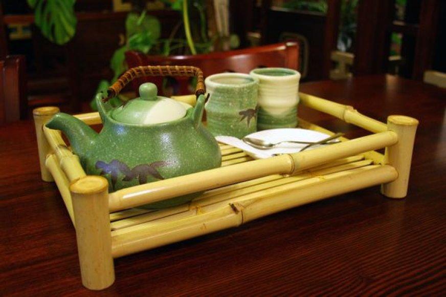 Padėklas su paruošta arbata