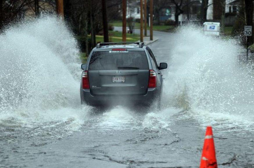 Rod Ailendo valstijoje prasidėjęs potvynis yra didžiausias nuo 1955 metų.