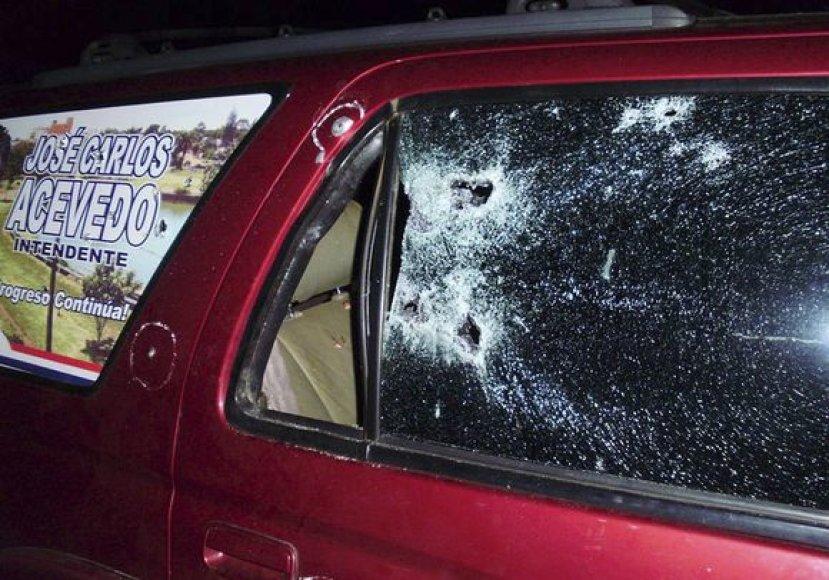Ginkluoti užpuolikai sunkiai sužeidė Paragvajaus senatorių ir nušovė du jo apsaugininkus.