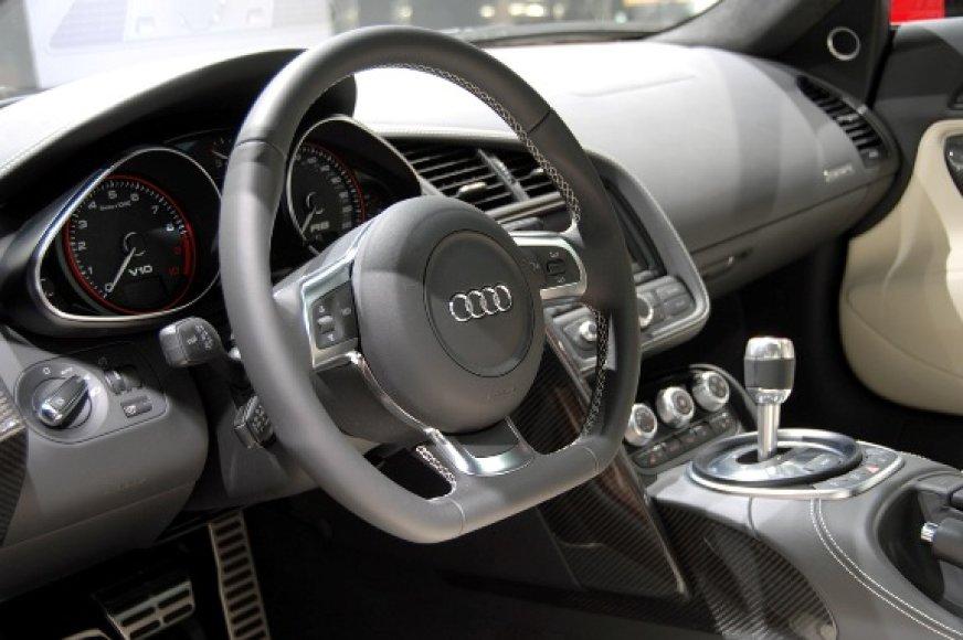 """""""Audi R8 5.2 FSI Quattro"""""""