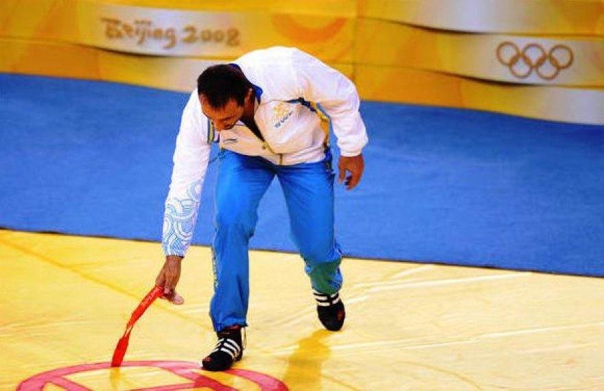 Ara Abrahamianas medalį paliko ant kilimo