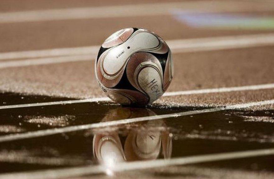 Futbolas kerta per kišenę sirgaliams