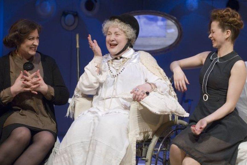 """Spektaklis """"Trys aukštos moterys"""""""
