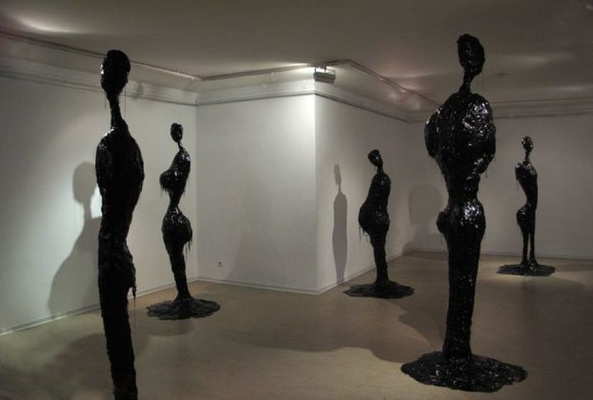 """Parodos """"Metų skulptūra'10"""" eksponatai"""