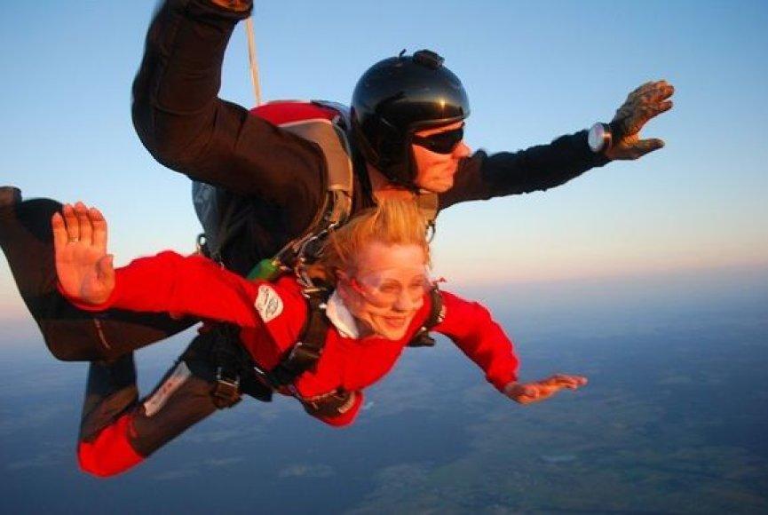 Rūtos Janutienės šuolis su parašiutu
