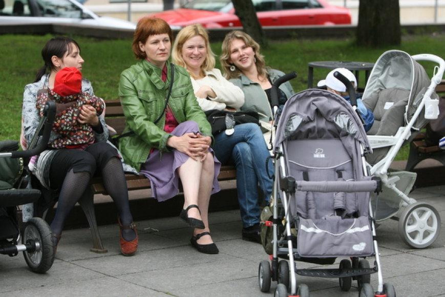 Aktyviausi biudžetinių įstaigų kritikai – mažamečius vaikus auginantys mamos ir tėčiai.