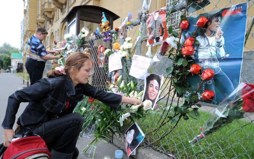 Prie JAV ambasados Maskvoje iškilo M.Jacksono atminimo siena.