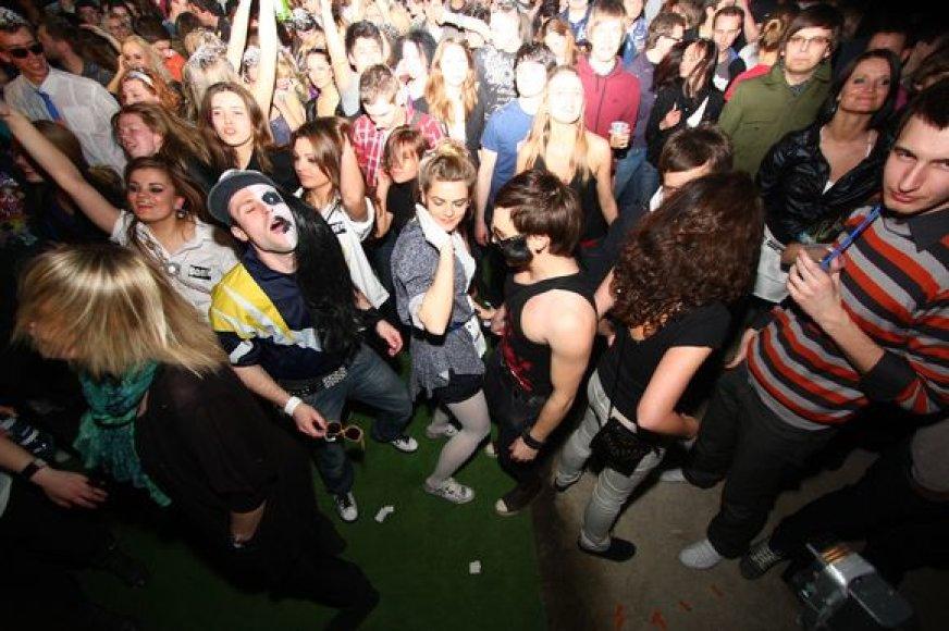 """Šeštadienio vakarą vilniečiai ir miesto svečiai šėlo didžiausiame """"Mashup Bootie"""" vakarėlyje."""
