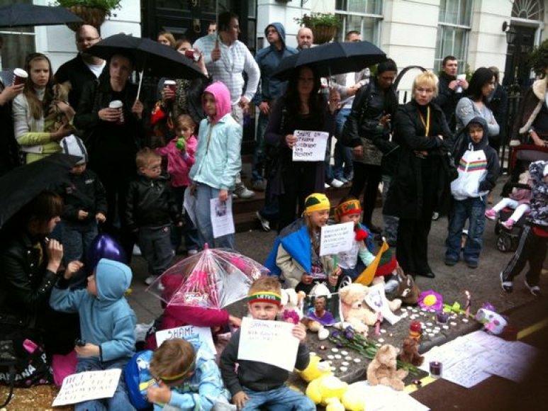 Londone surengta lietuvių protesto akcija Kedžiams palaikyti.