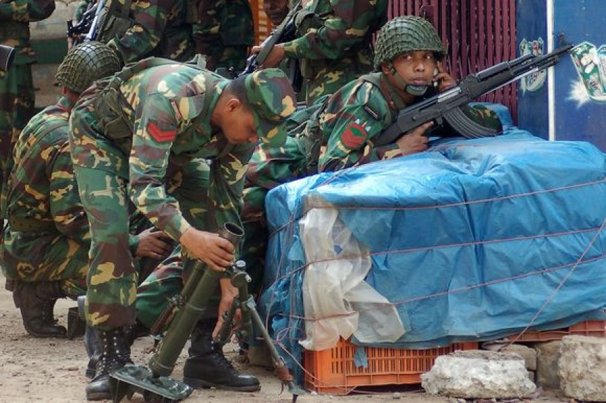 Bangladeše per armijos maištą žuvo trys žmonės.