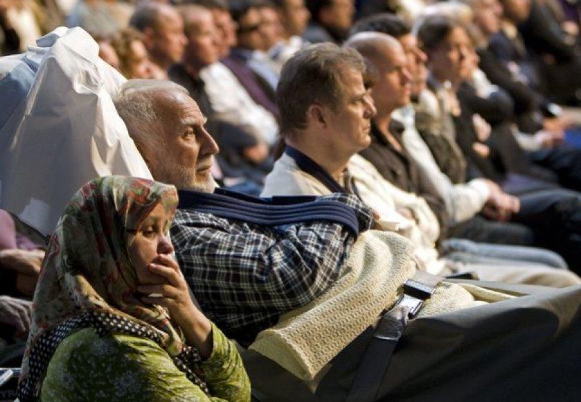 Amsterdame po lėktuvo katastrofos likę gyvieji susirinko paminėti žuvusiųjų.