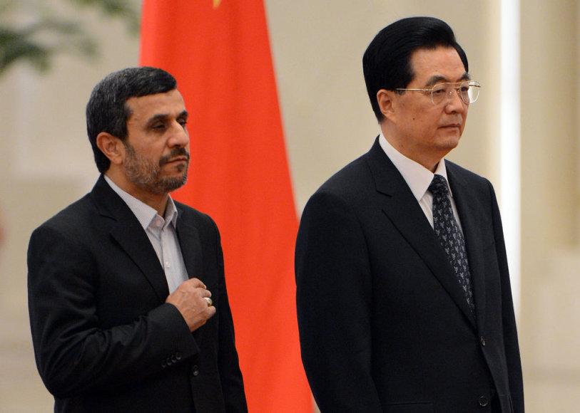 Kinijos prezidentas Hu Jintao (dešinėje) ir Irano prezidentas Mahmoudas Ahmadinejadas
