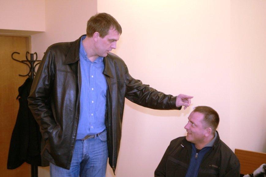 Trečiadienį Klaipėdos apylinkės teisme Gintaras Einikis ir jo draugė Jurgita Narmontienė paskutinį kartą prašė jų neteisti dėl viešosios tvarkos pažeidimo ir tikino, kad nėra kalti.