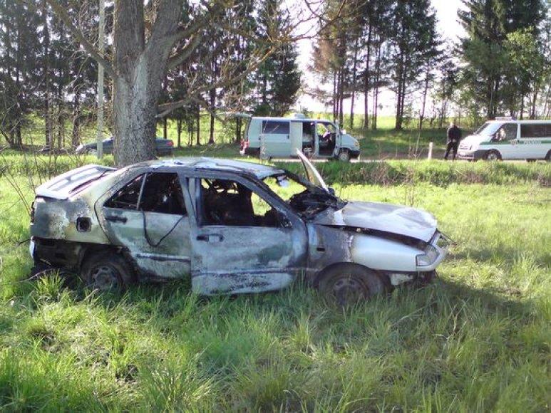 Automobilyje sudegė žmogus.
