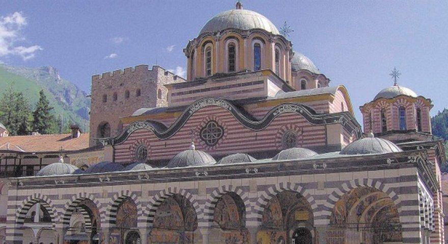 Tokių senų vienuolynų, kaip Rilos, Bulgarijoje apstu, bet daugelis baigia sugriūti.