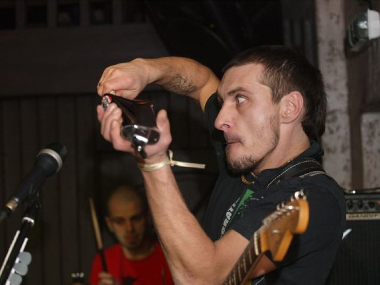 """Penktadienį """"Brodvėjaus"""" klube koncerto metu buvo paminėtas dainininko Tomo Krivicko–Psicho 35-asis gimtadienis."""