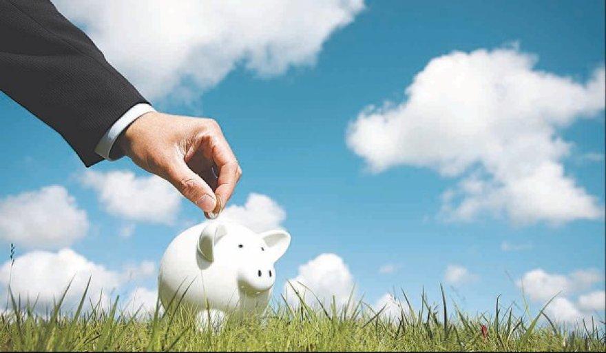 Mažėja investicinio gyvybės draudimo mokamų išperkamųjų sumų dėl sutarčių nutraukimo ir daugėja naujų sutarčių.