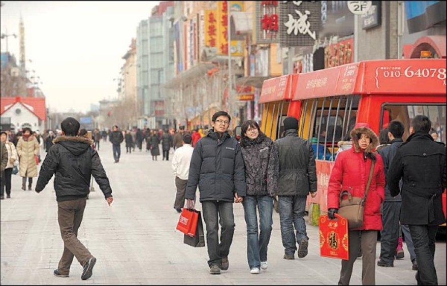 Kinija grėsmingai artėja prie Japonijos, turinčios antrą pagal dydį ekonomiką pasaulyje.