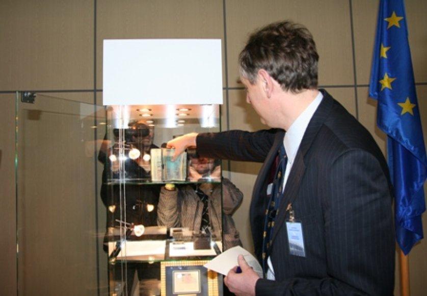 Pirmoji lietuviška viza sugrąžinta užsienio reikalų ministerijai.