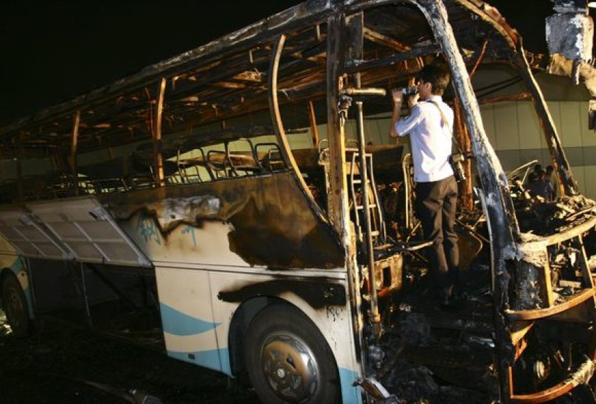 Kinijoje užsiliepsnojo autobusas.