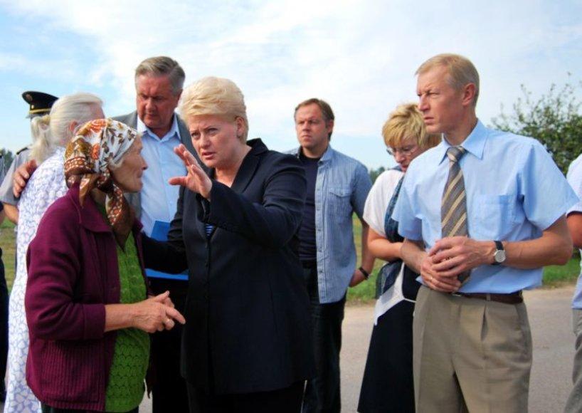 Prezidentė D.Grybauskaitė lankosi labiausiai nuo stichijos nukentėjusiuose rajonuose.