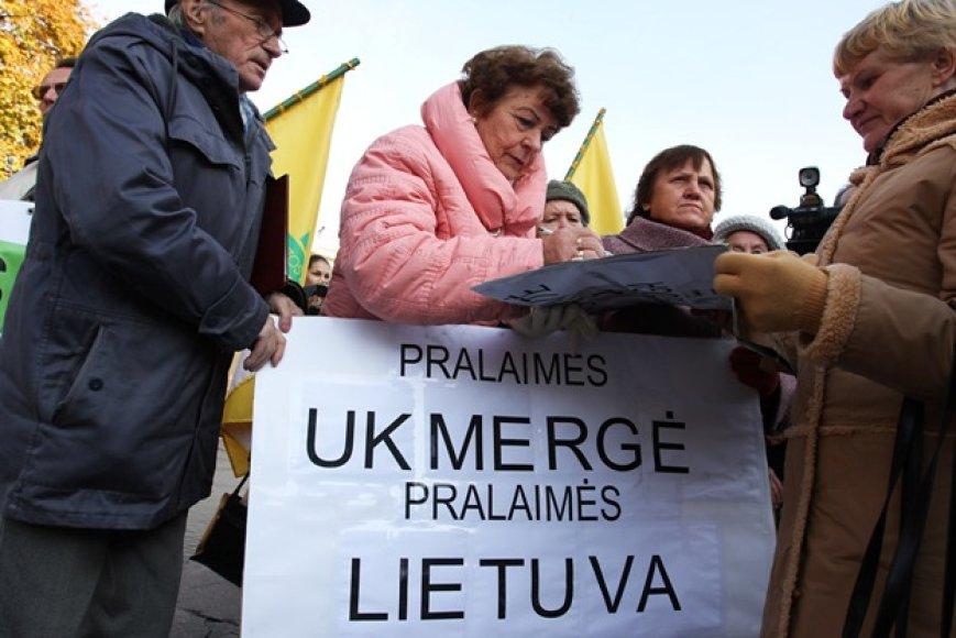 Prie Prezidentūros – protesto akcija dėl padėties Ukmergės šilumos ūkyje.