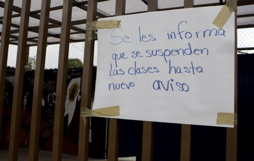 Mokyklos dėl pavojaus buvo uždarytos.